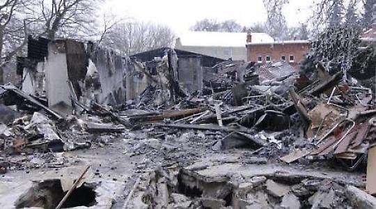 """Das zerstörte """"Haus der Demokratie"""" in Zossen <br/>Bild von """"Residenzpflicht - Invisible Borders"""""""