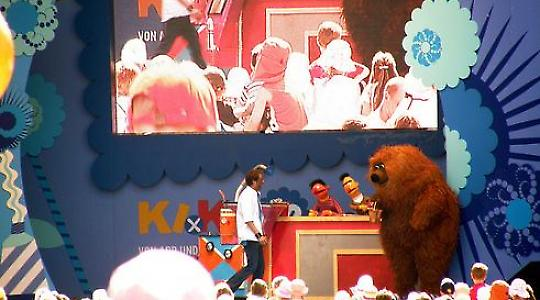 Besetztes Audimax auf der Sesamstraße. Magnus Klaue auf dem Podium (mittig in orange). <br/>Foto von mwboeckmann, Flickr.