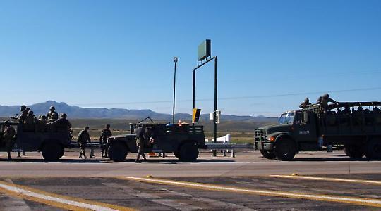 Armee im Einsatz gegen Drogenhändler in Chihuahua 2008 <br/>Foto von Iker Merodio