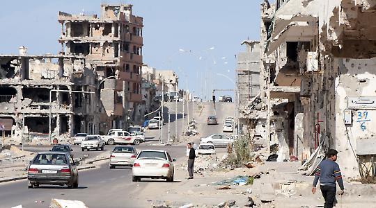 Die zerstörte Stadt Sirte im Januar 2012