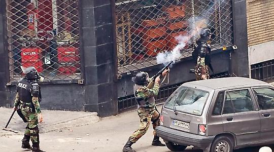 Polizei bei Protesten zum Aschurafest Ende 2009
