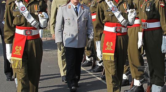 Gute Beziehungen? Besuch des Generalinspekteurs der Bundeswehr, General Volker Wieker, in Pakistan Anfang 2011