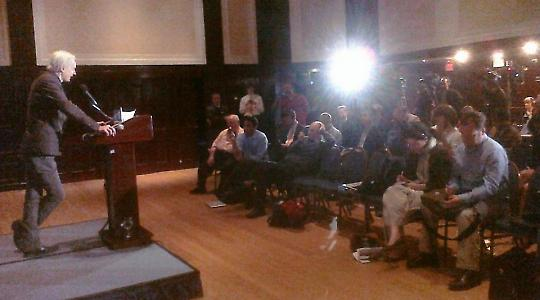 Wikileaks-Sprecher Julian Assange bei der Präsentation des Bagdad-Videos