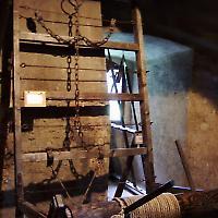 Geeigneter Ort für eine Streckbank: Im Museum <br/>Foto von Wugging Gavagai
