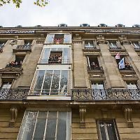 Wohnungsbesetzungsparty in Paris <br/>Foto von looking4poetry