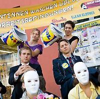 Aktivisten vor einer Lidl-Filiale in Wien