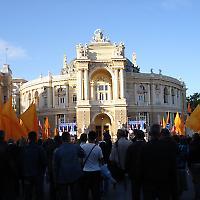 Kundgebung vor der Oper in Odessa <br/>Foto von JetPunk, Flickr