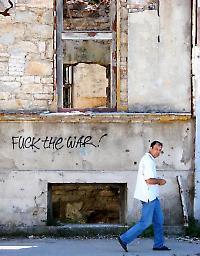 In Mostar sind die Spuren des Krieges noch präsent <br/>Foto von Adam Jones