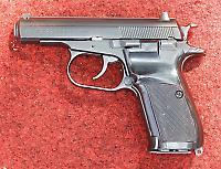 Weshalb die mutmaßlichen Attentäter mehrere Tatwaffen aufbewahrten, bleibt ein Rätsel: Hier eine Česká 83, wie sie für die Mordserie eingesetzt wurde