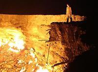 Brennendes Methangas in der turkmenischen Wüste